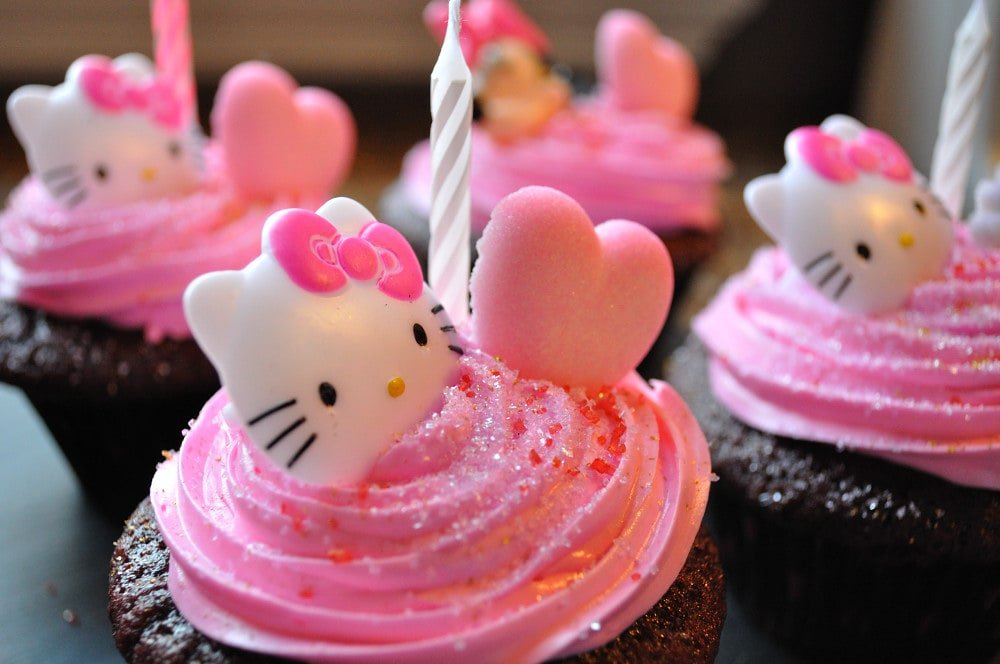 Red Velvet Hello Kitty Cupcakes - Food Gypsy