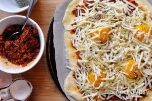 Breakfast pizza, crack eggs - FG