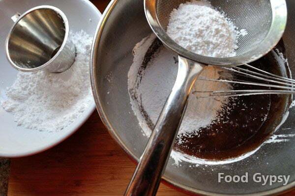 Rocky Road Icing, sifting sugar - FG
